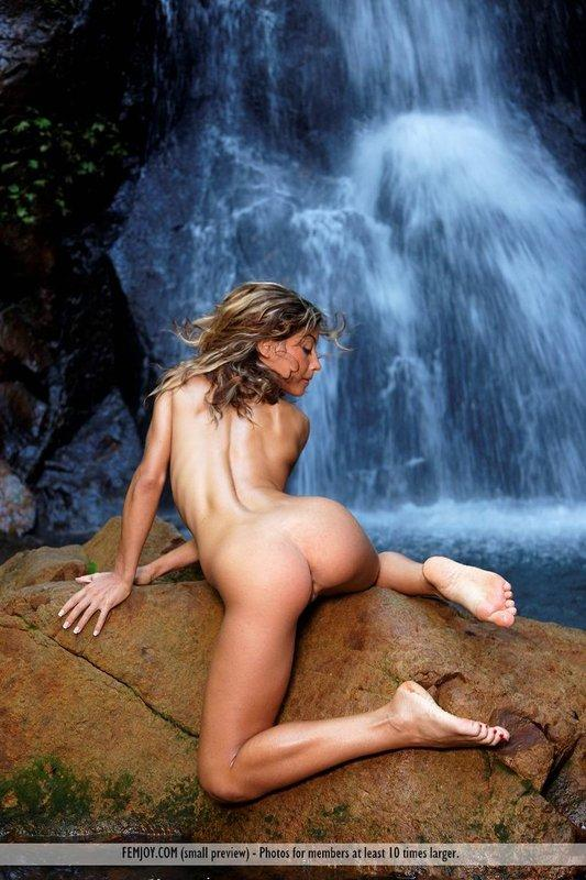 sexy-nude-women-near-waterfall-streaming-softcore-movies