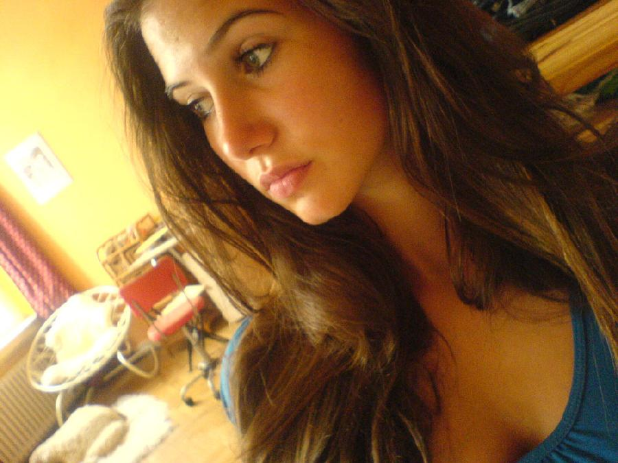 Green eyed amateur taking nude selfshots pictures - 20