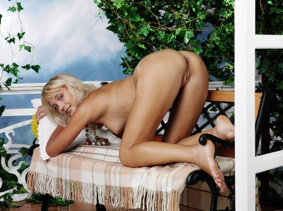 Marvelous blonde with nice nipples - Lada D - 15