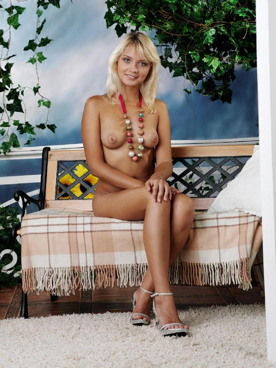 Marvelous blonde with nice nipples - Lada D - 5