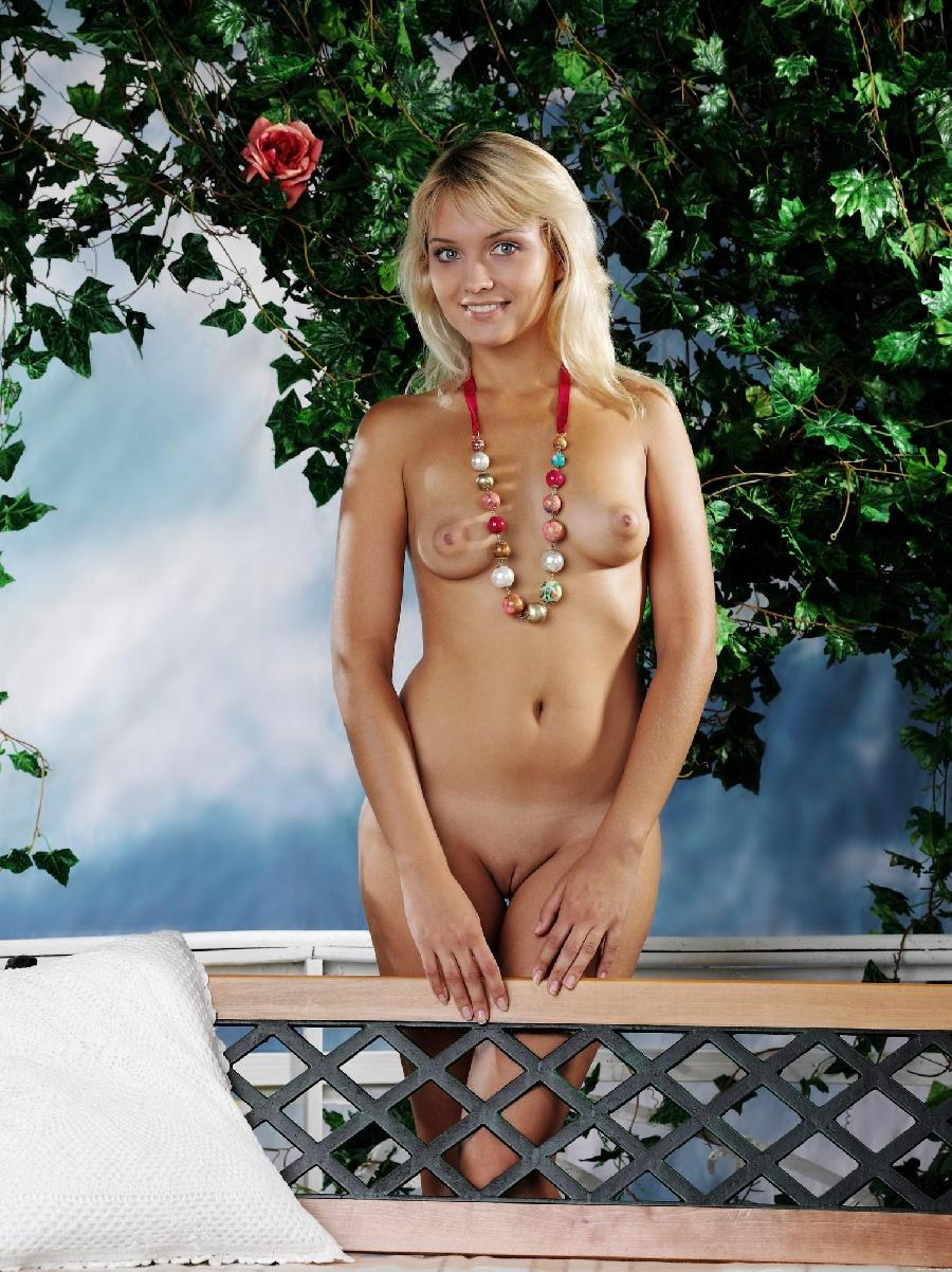 Marvelous blonde with nice nipples - Lada D - 7