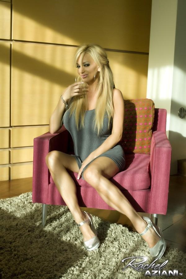 blonde enorme sein