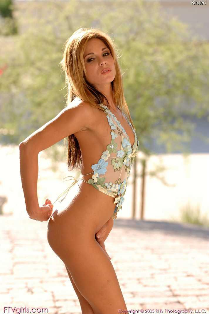Beautiful chick posing naked outdoors - 6
