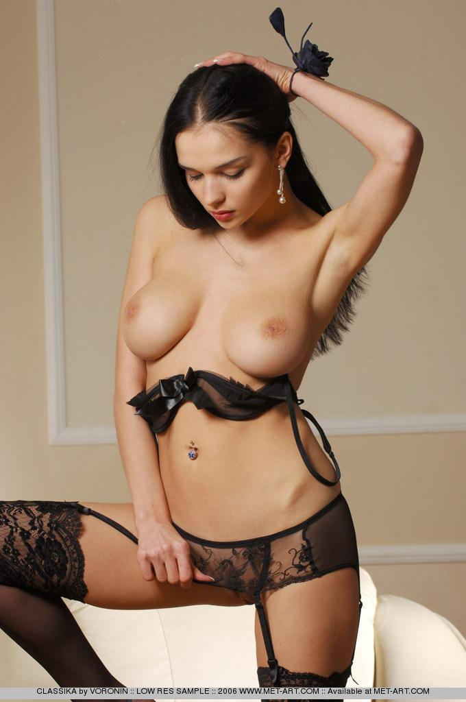 Latina chick in black lingerie - 8