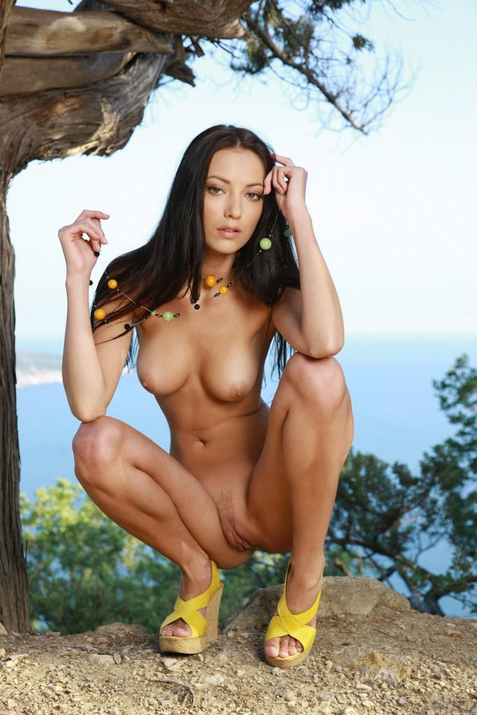 Beautiful brunette and beautiful landscape - Anna - 7