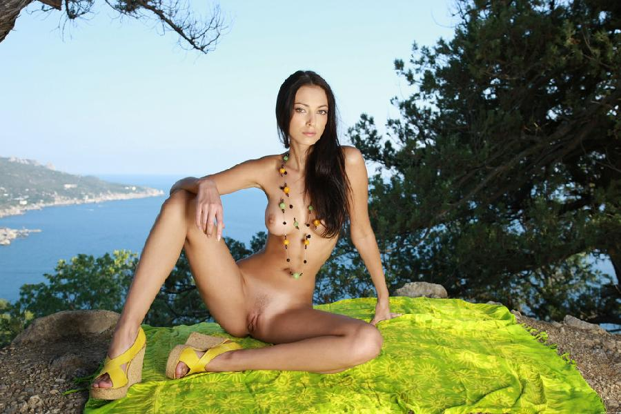 Beautiful brunette and beautiful landscape - Anna - 8