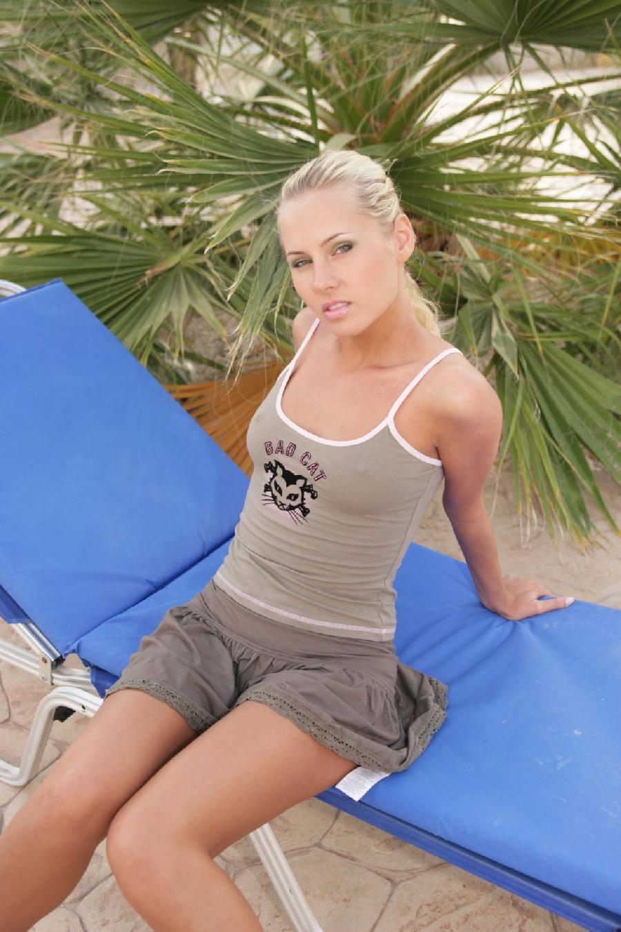 Sweet Zuzanna possing outdoor