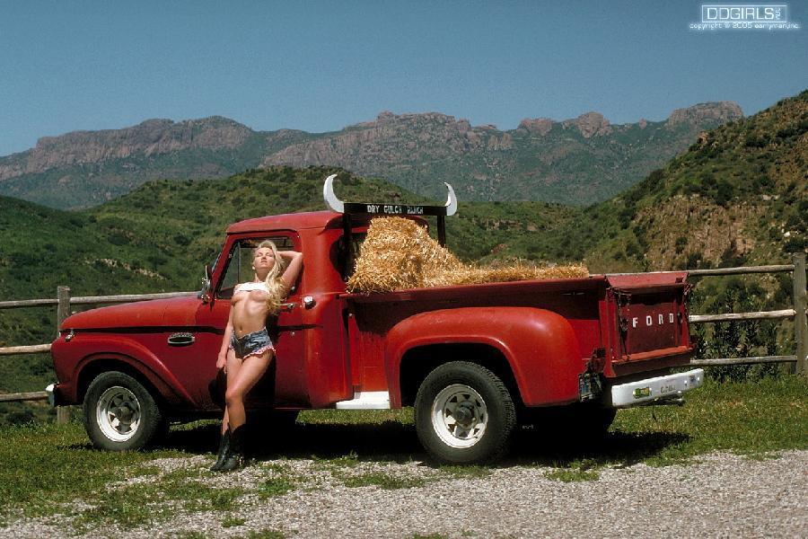 Hot blond model on farm - Jessica - 3