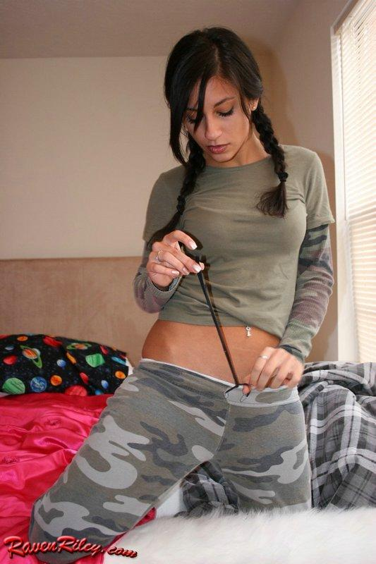 Raven Riley finger fuck - 1
