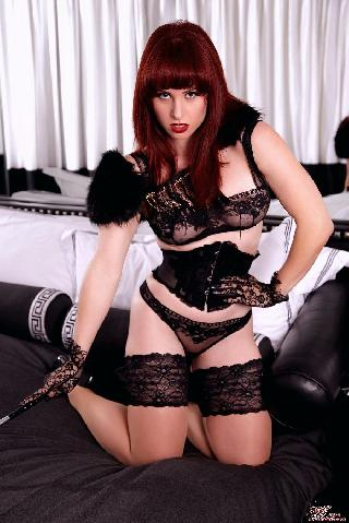 Red queen in black stockings - Andrea