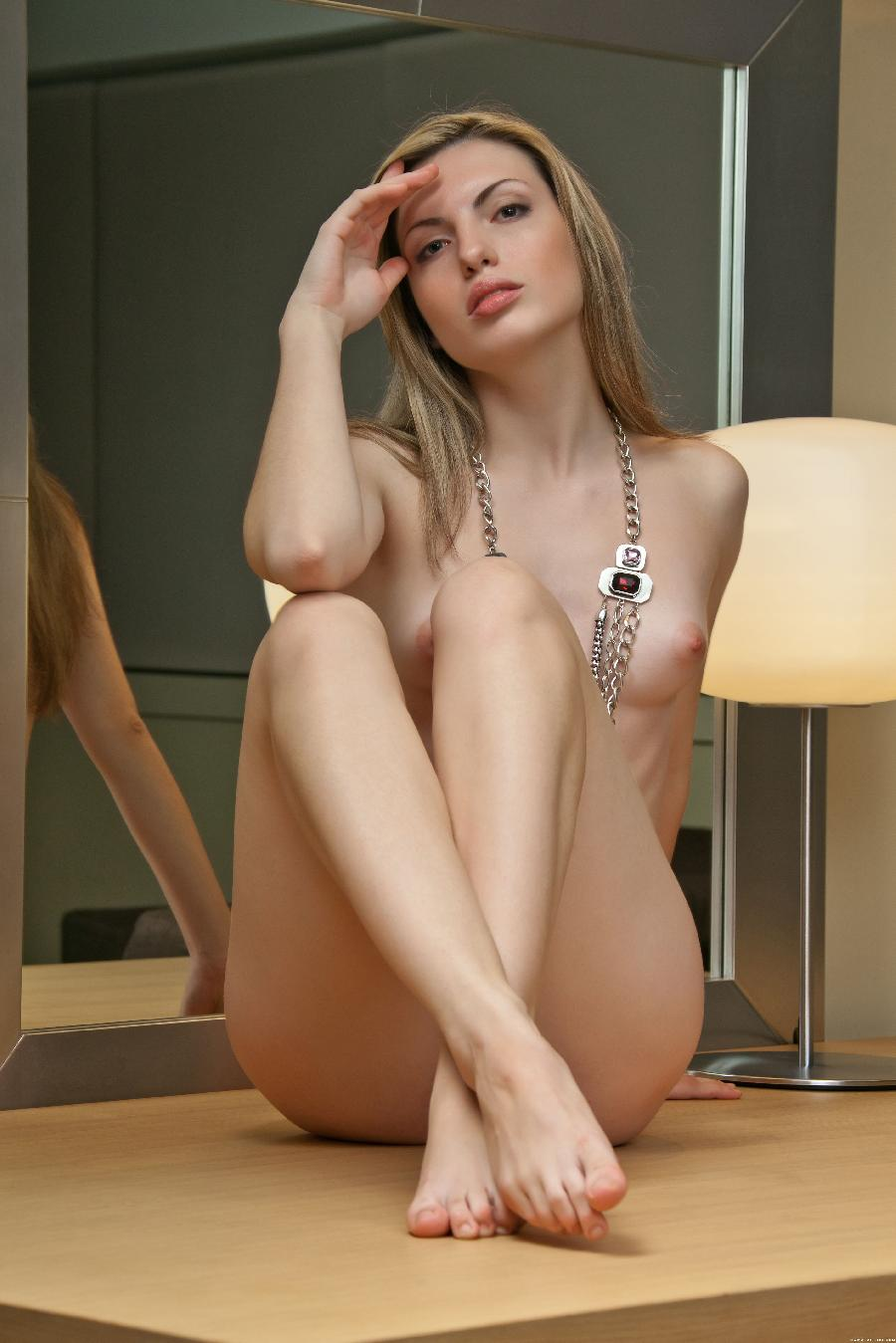 Blond woman with hard look - Maggie - 2