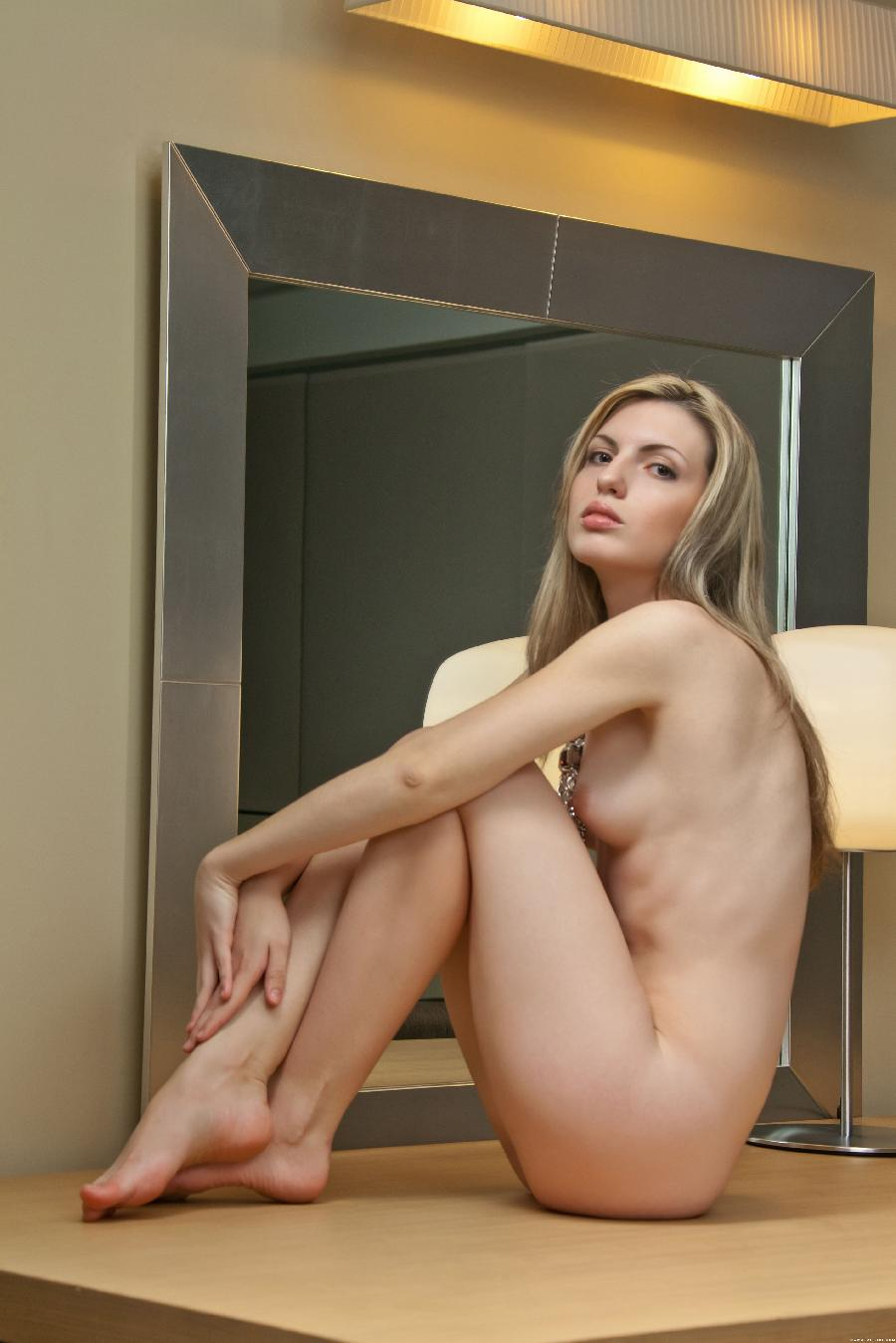 Blond woman with hard look - Maggie - 4