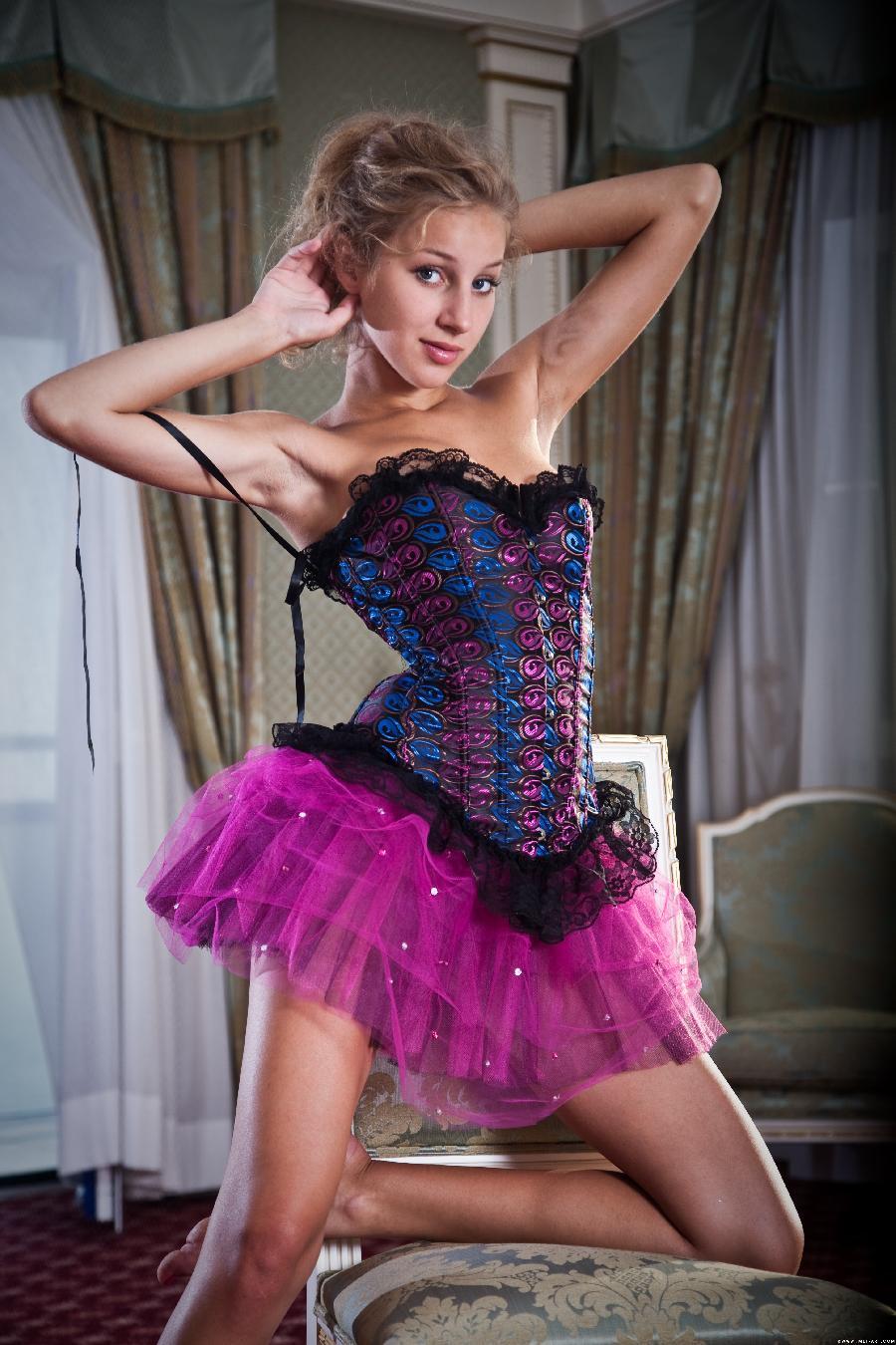 Erika strip sexy corset - 1