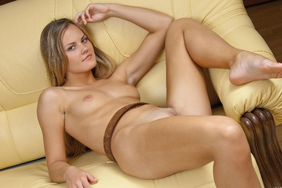 Young Carla sticking out her ass on sofa - 13