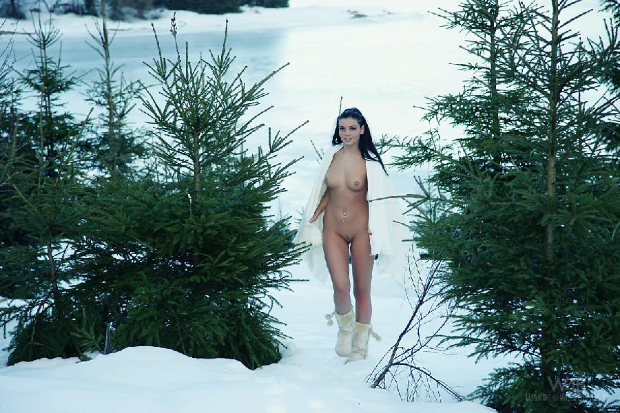 Sexy snow queen nude - 16