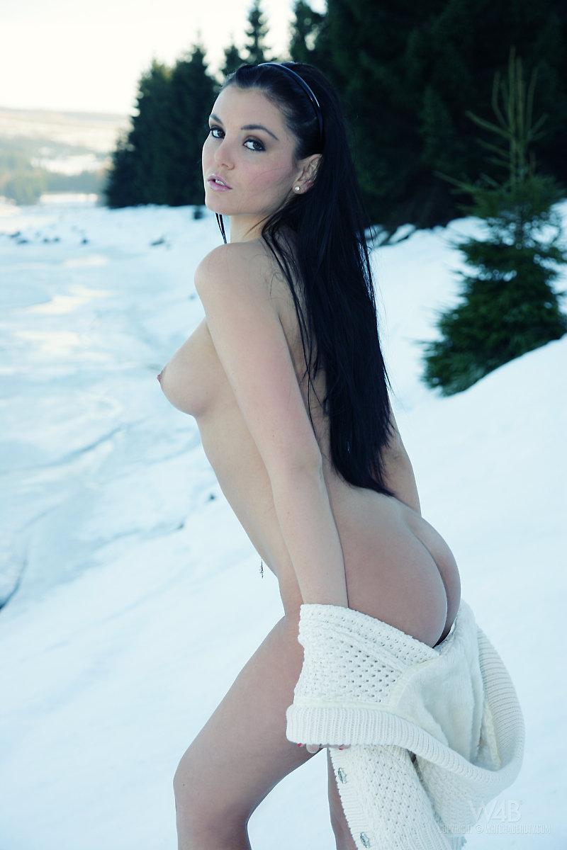 Sexy snow queen nude - 8