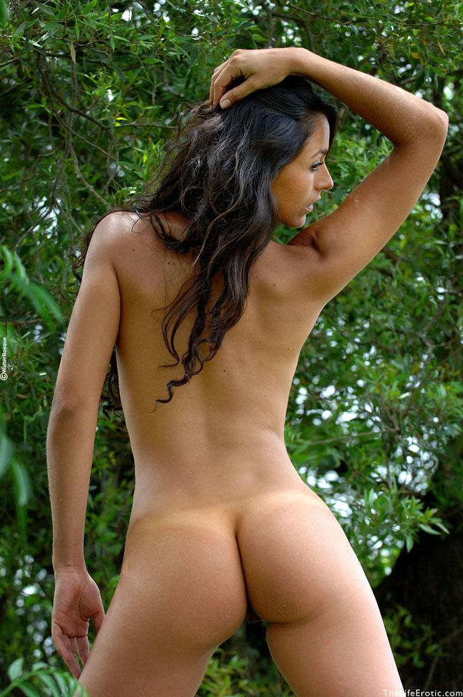 Latin ass naked in the jungle - Martina  - 10