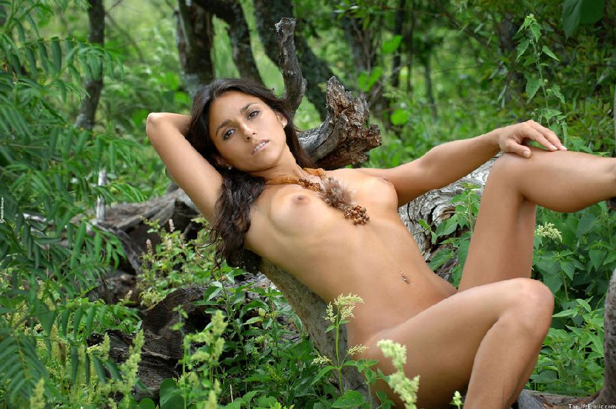 Latin ass naked in the jungle - Martina  - 13