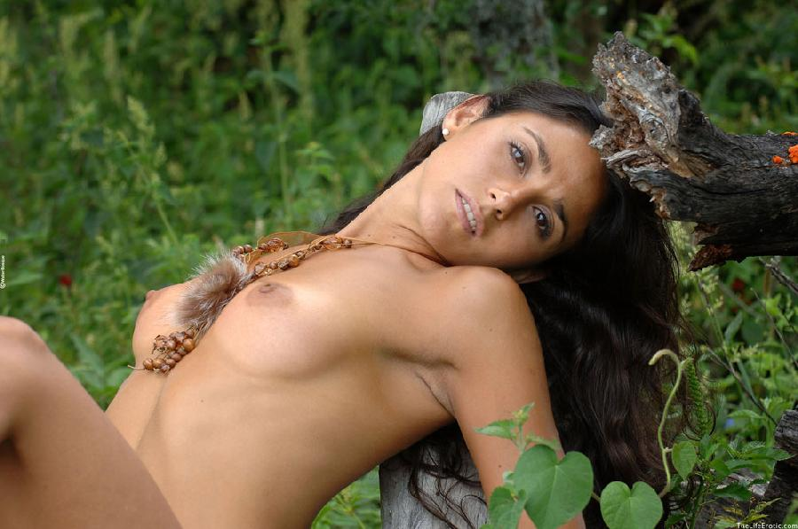 Latin ass naked in the jungle - Martina  - 14