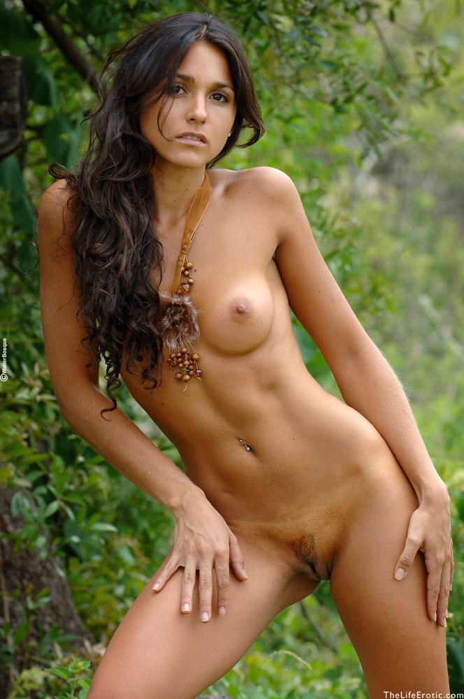 Latin ass naked in the jungle - Martina  - 7