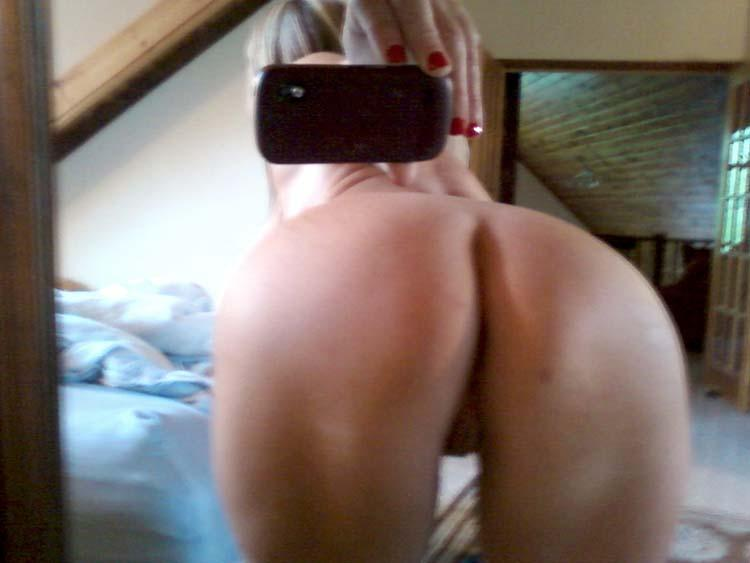 Older nude blonde and her self pics  - 3