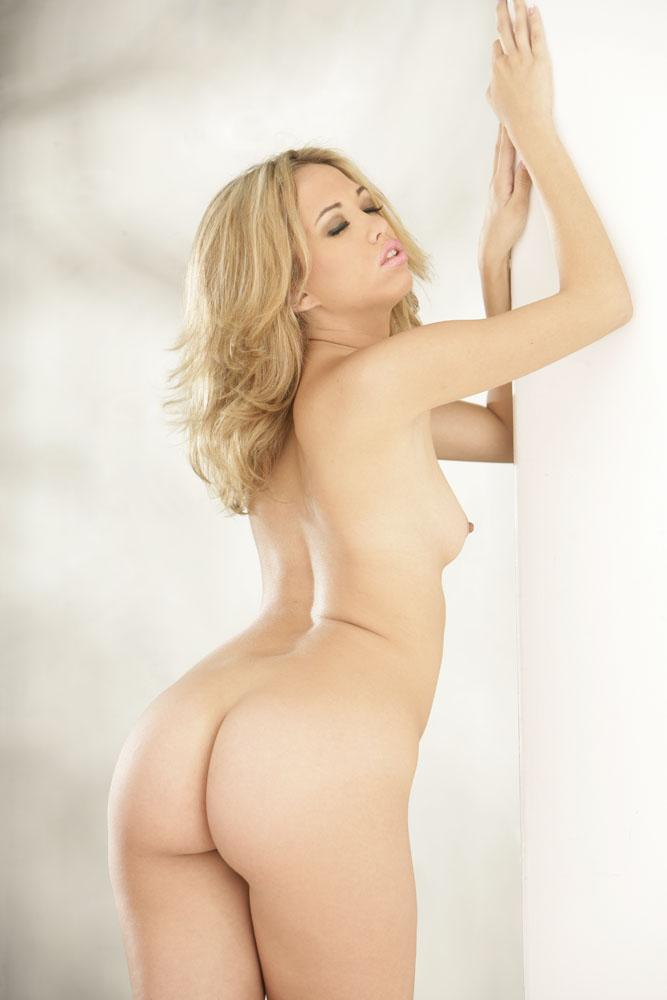 Jenny Hendrix has sexy round ass  - 4