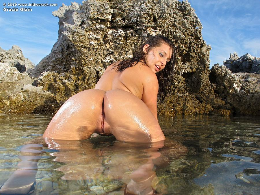 Gracie Glam at the beach  - 7