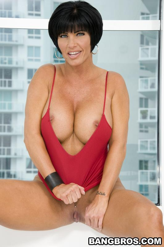 Sexy brunette milf shay fox gives head 3