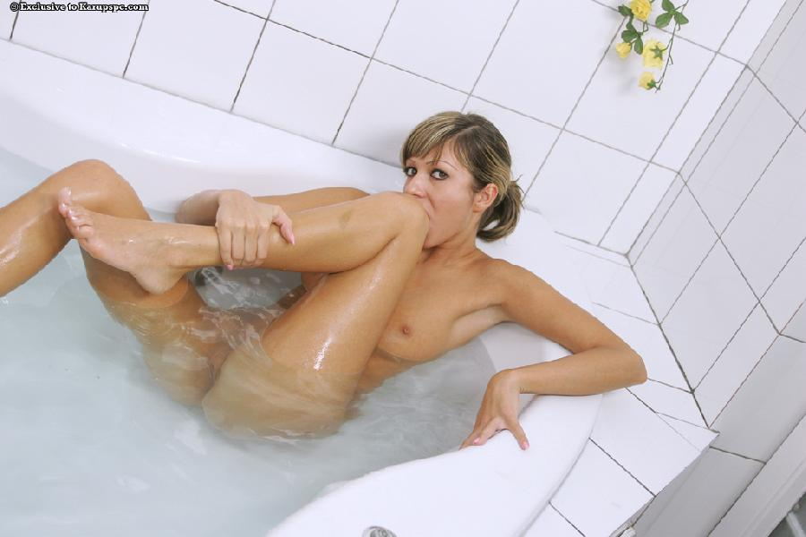 Brigitte Hunter Naked In Bathtub