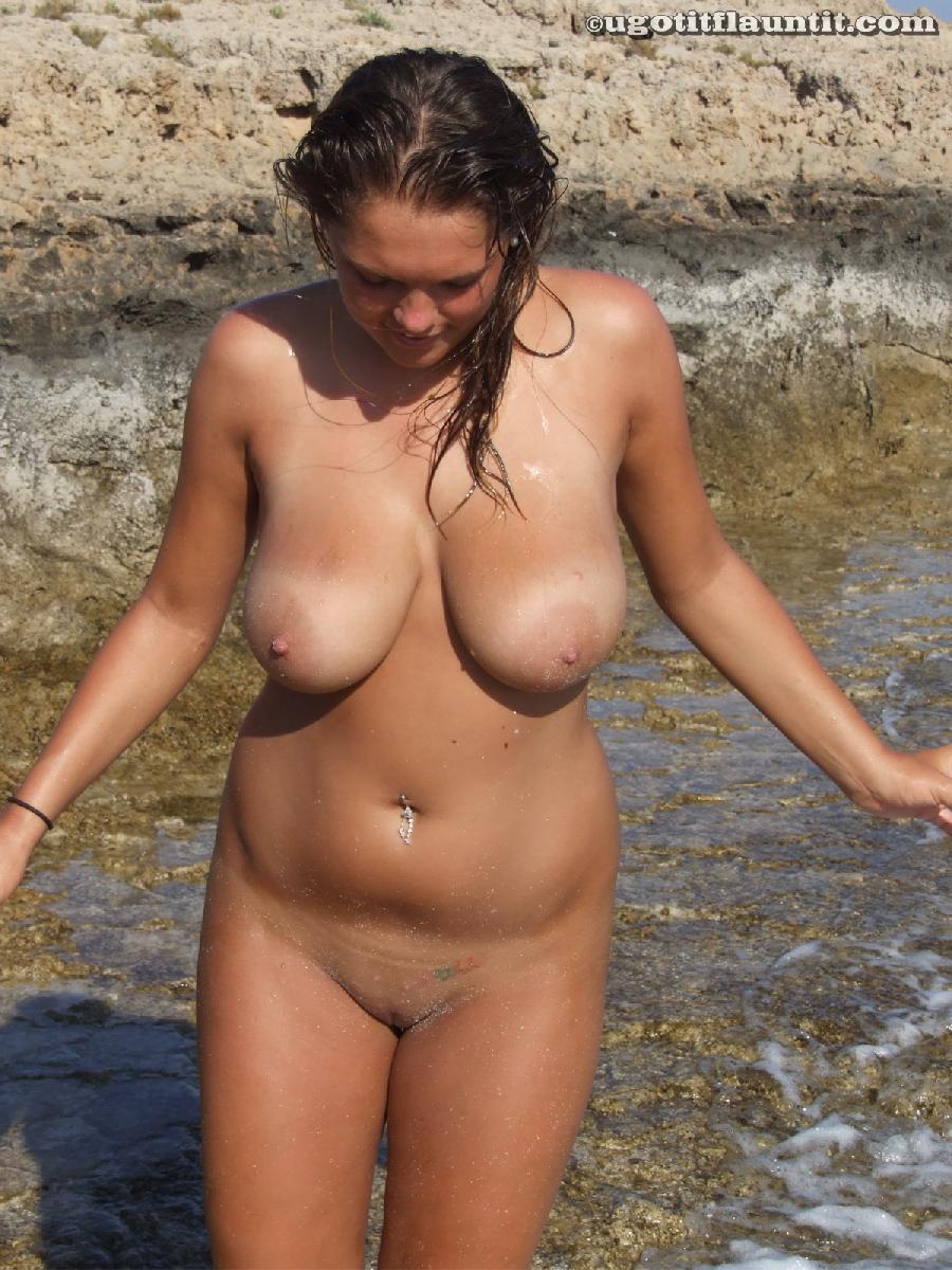 Kaylee showing big tits - 11