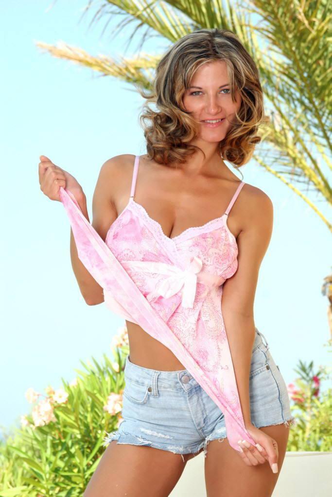 Vanessa in tropics - 2