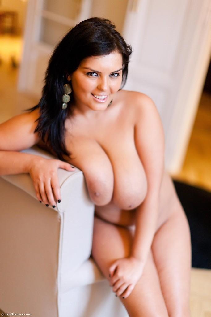 Busty Jasmine Black shows her curvy nude body - 4