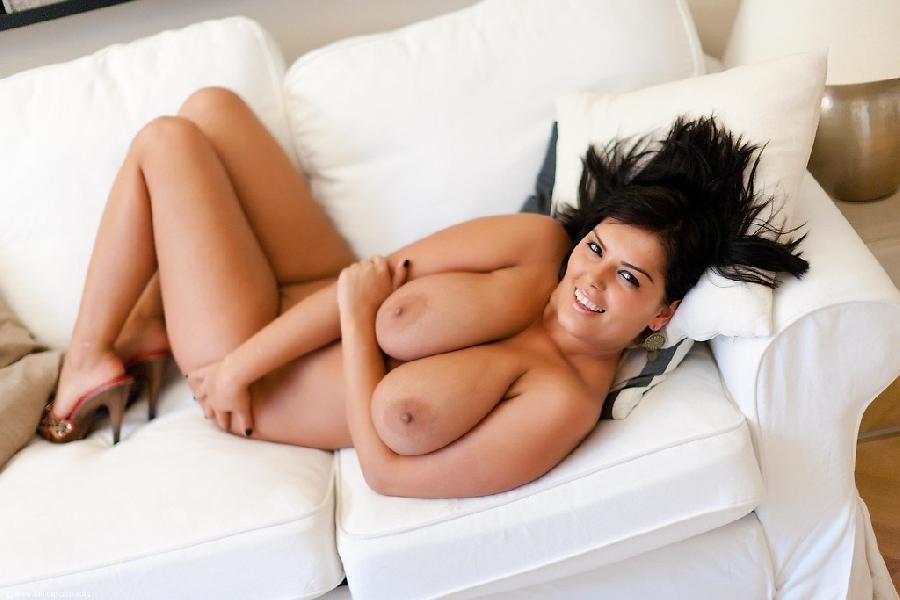 Busty Jasmine Black shows her curvy nude body - 9