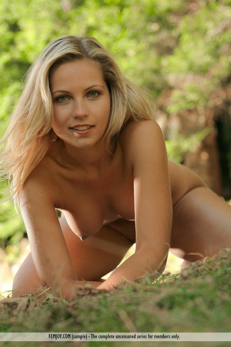 Jenni Gregg on nude picnic - 8