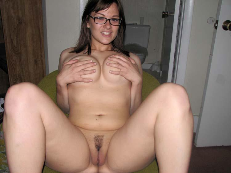Thicker girl naked and spreading legs - 6