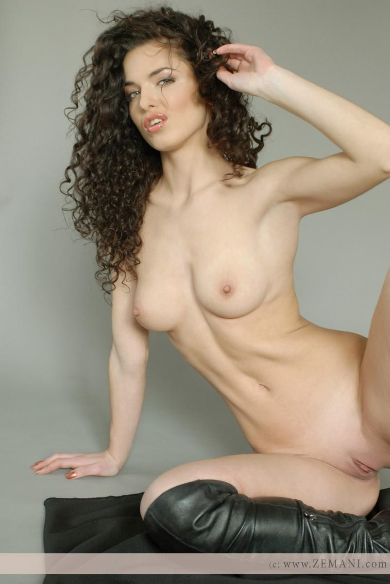 Hot beauty with curls - Jozel - 7