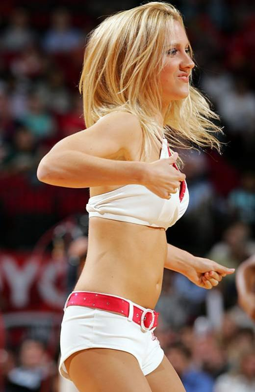 Slam dunking cheerleaders - 15