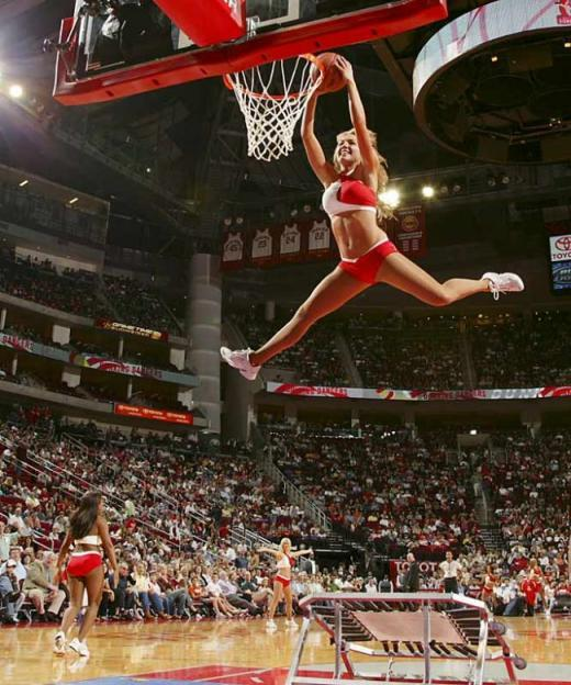 Slam dunking cheerleaders - 2