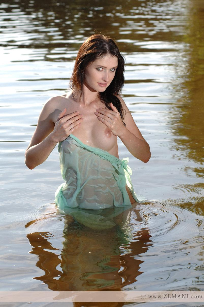 Wet chick with nice pussy - Assole - 2