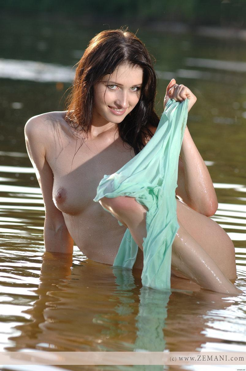 Wet chick with nice pussy - Assole - 4