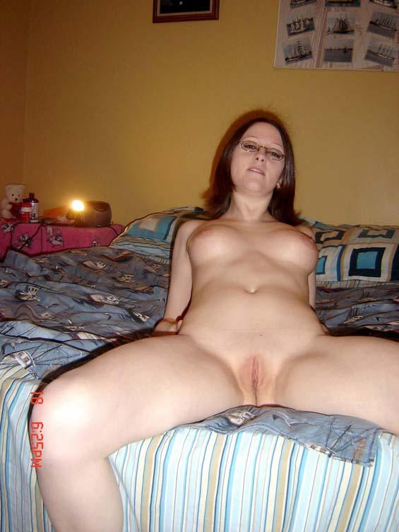 Amateur bed in posing the