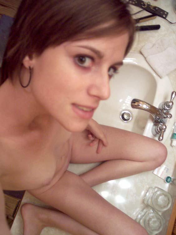 Plain girl naked in the mirror - 3