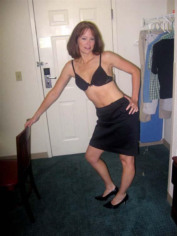 Nice milf shows under her skirt - 1