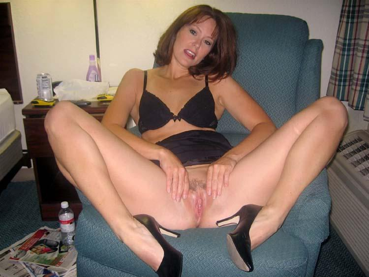 Nice milf shows under her skirt - 6