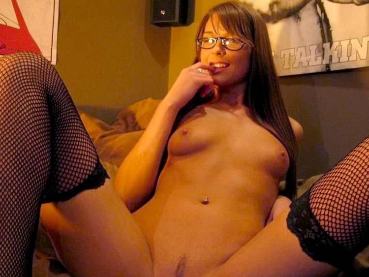 Great amateur does striptease on bed - 7
