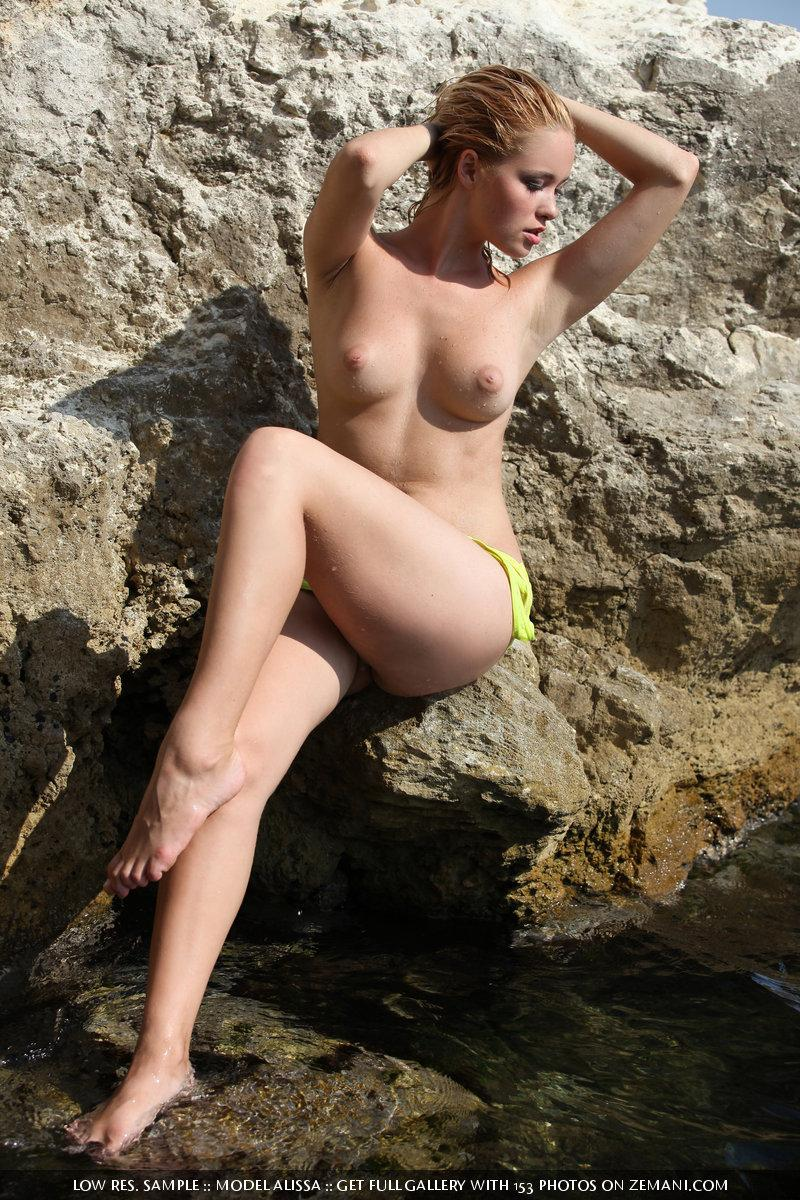 Wet hot chick - Alissa - 11