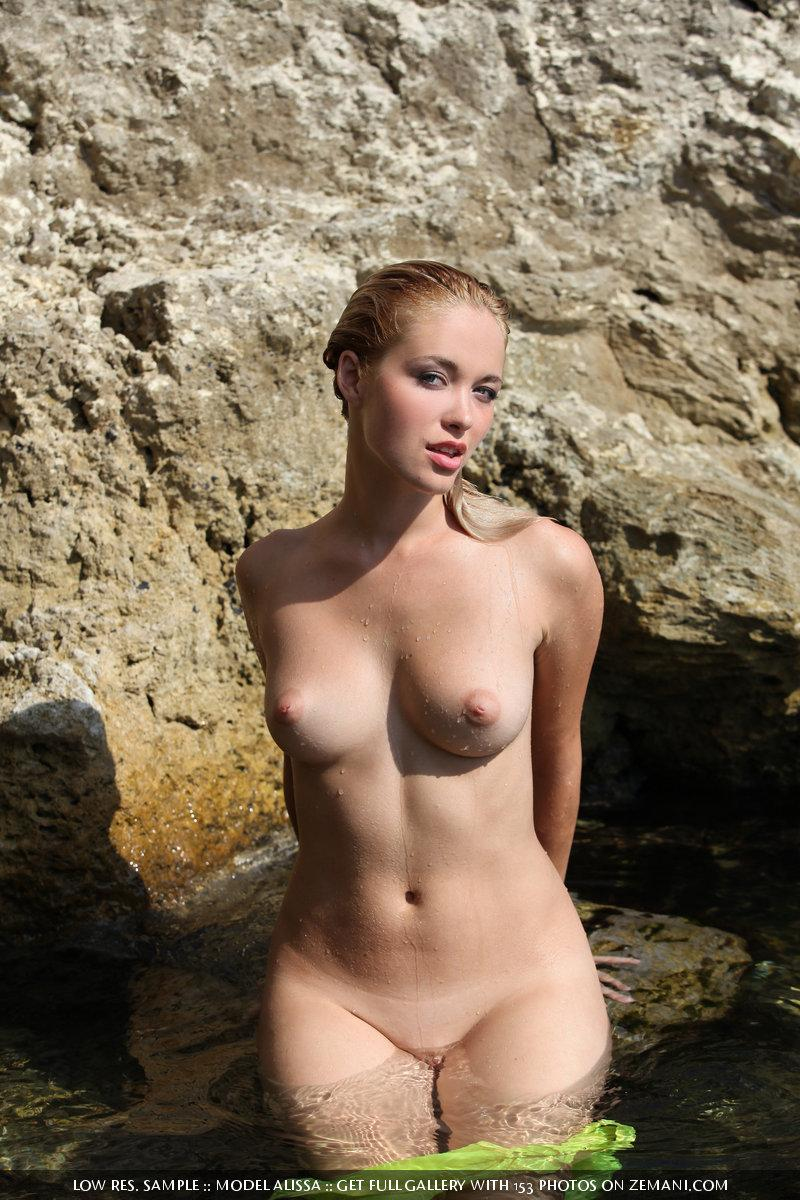 Wet hot chick - Alissa - 13