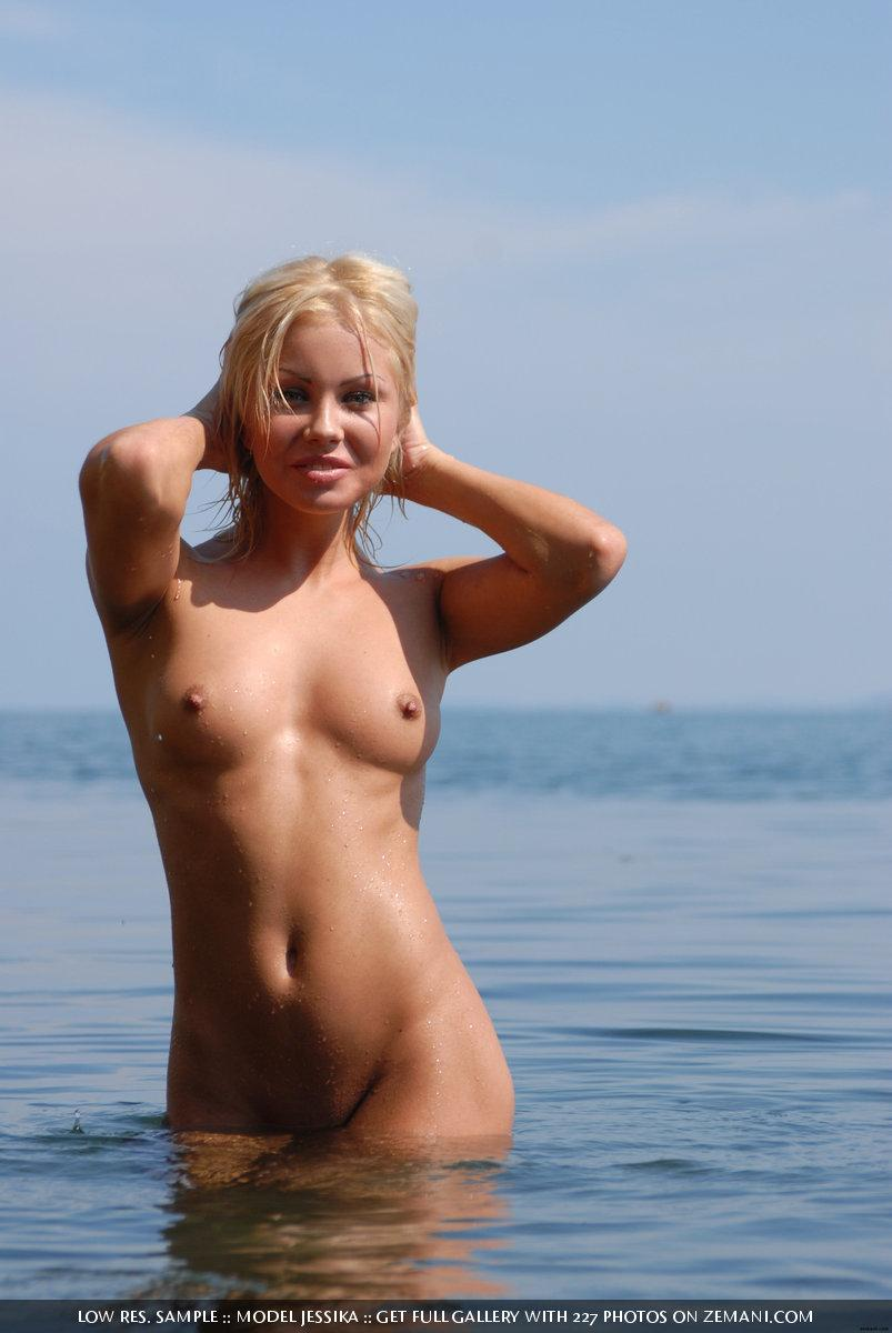 Ultra sexy Jessika and her wet body - 12