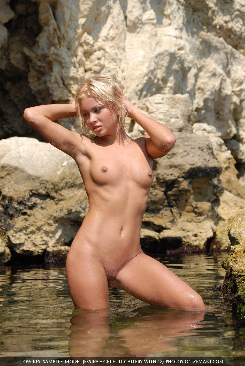 Ultra sexy Jessika and her wet body - 15