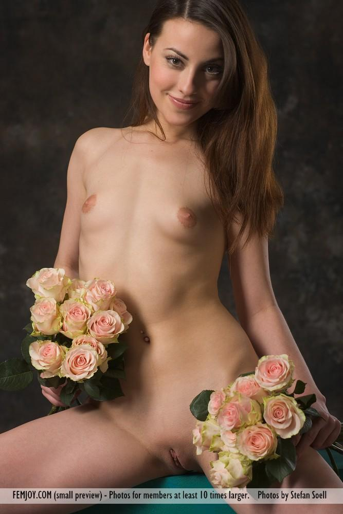 Lorena Garcia naked with flowers - 1